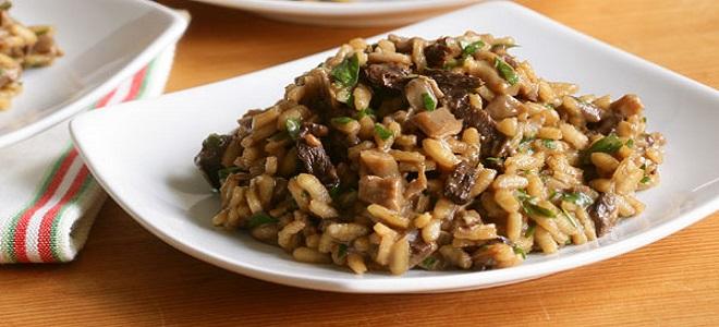 Rižoto s gljivama i mljevenim mesom
