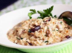 rižoto s gljivama od kikirikija u kremastom umaku