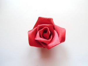 Róże z tkaniny własnymi rękami48