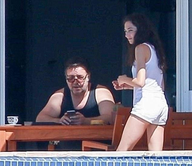 Рассел Кроу отдыхает в Мексике с девушкой