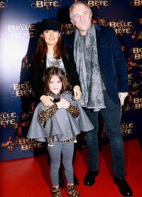 Сальма с мужем и дочерью