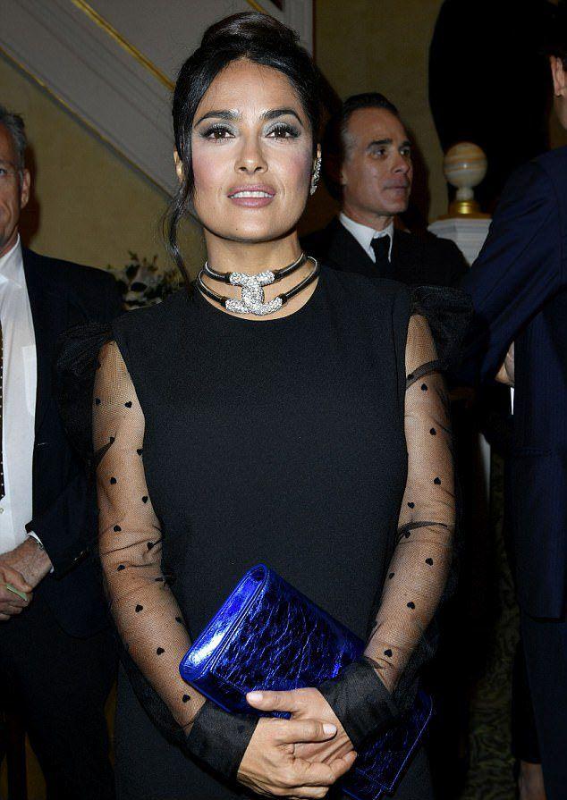 Сальма Хайек днем ранее на мероприятии YSL на Неделе моды в Париже