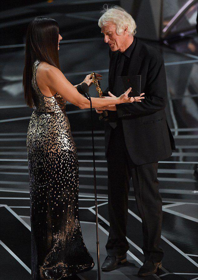 Sandra Bullock představuje ceny