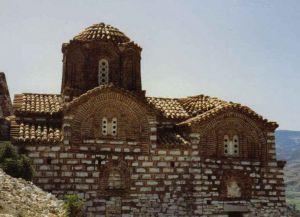 Здание этнографического музея вблизи Саранды