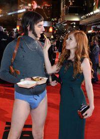Айла покормила мужа картошкой фри