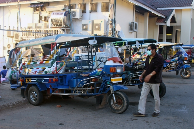 Тук-тук - основной вид городского транспорта