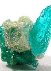Poludragi kamni z zeleno barvo 7