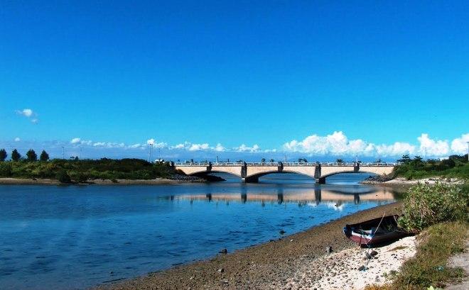 Мост между Серенганом и Бали
