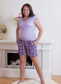 Določa kratke hlače z majicami za polno 2