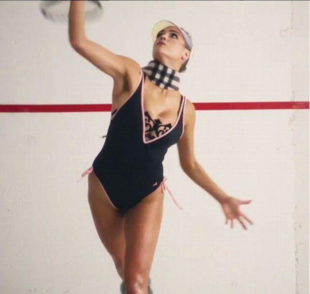 Кейт Аптон играет в теннис