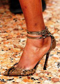 cipele pada 2016. 52