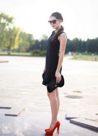 Cipele ispod crne haljine 2