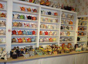В магазине Het Brugs Theehuis большой выбор чайников