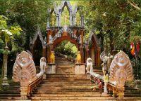 Вход на связенную гору Пном Кулен