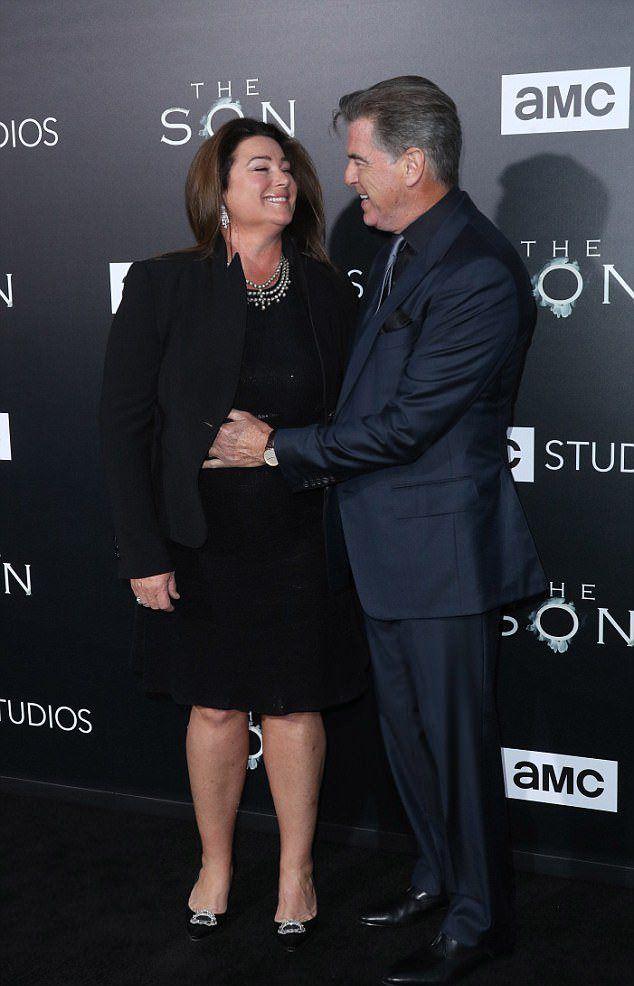 Пирс Броснан  с супругой Кили Шэй Смит на премьере своего нового сериала