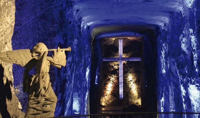 Статуя ангела в соляном соборе Сипакиры