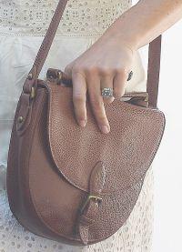 На пальчике Пиппы красуется кольцо с бриллиантом