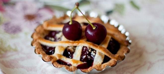 wiśnie z wiśniami z ciasta francuskiego