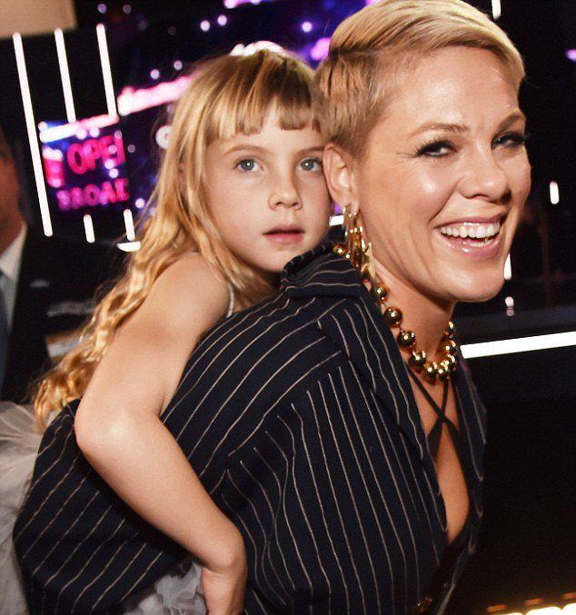 Пинк со своей дочерью