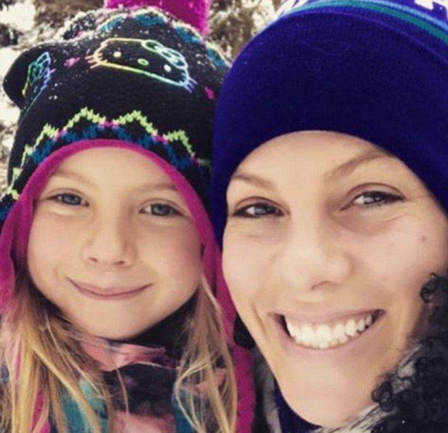 Певица Пинк с дочерью