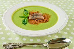 zelená hrachová polévka