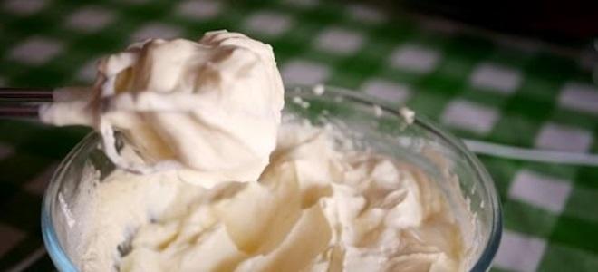 Павлака са кондензованим млеком за торту