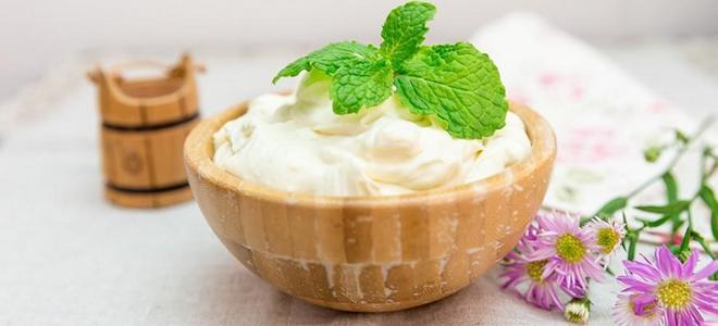 krema za kolače od kiselo vrhnja i šećera