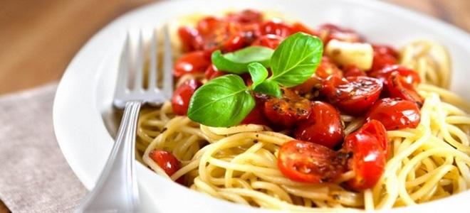 kako kuhati špagete s sirom in paradižniki