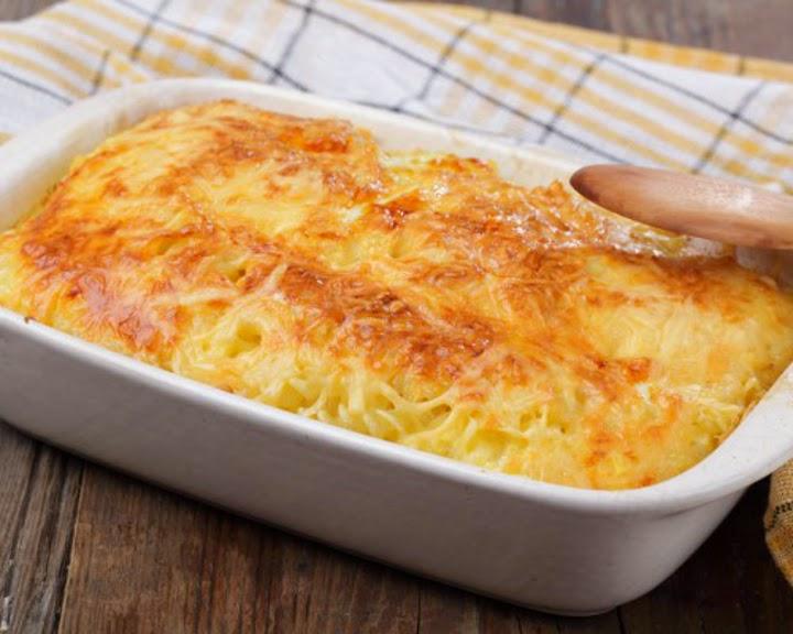 špageti v peči s sirom
