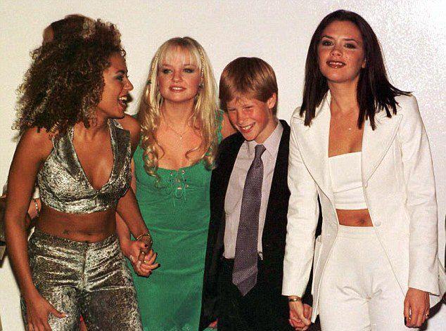 Мел Би, Эмма Бантон и Виктория Бекхэм с принцем Гарри в 1997 году
