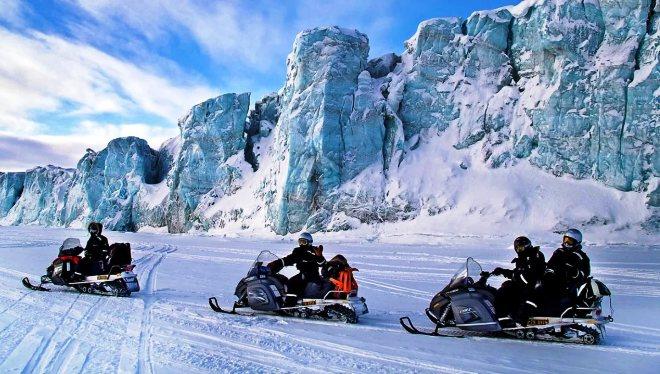 Катание на снегокатах по архипелагу