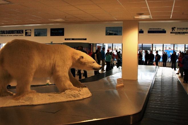 В здании аэропорта