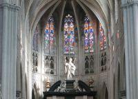 Статуя Святого Румольда, установленная на вершине соборного алтаря
