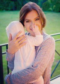 Елена Темникова с новорожденной дочкой