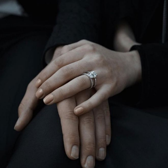 Софи показала помолвочное кольцо