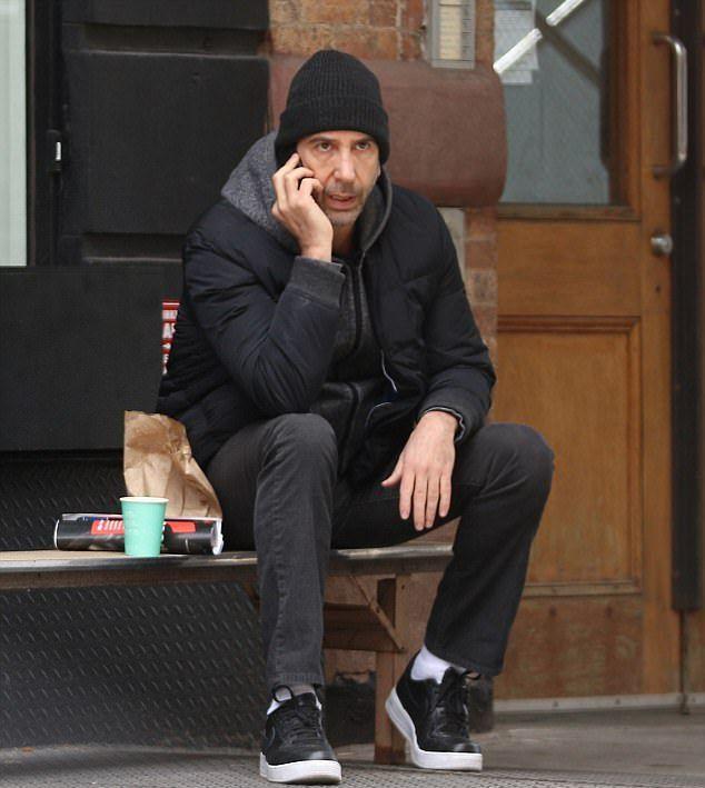 Дэвид Швиммер был замечен на прогулке в Нью-Йорке