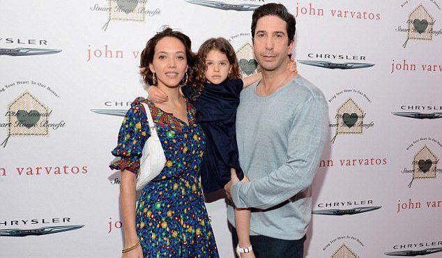 Зоуи Бакман и Дэвид Швиммер с дочерью Клео