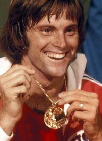 Брюс Дженнер завоевал золотую медаль на Олимпийских играх