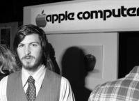 1 апреля 1976 года в Лос-Альтос была зарегистрирована компания Apple Computer