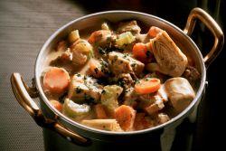 kuřecí a bramborový guláš