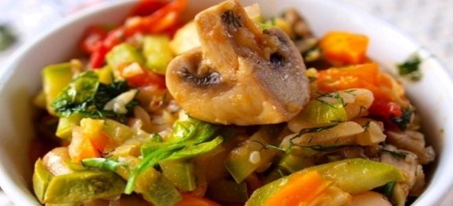 zeleninová guláš s houbami a cuketou