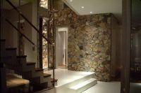 kamień we wnętrzu hallway3