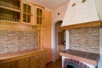 kamień dekoracyjny we wnętrzu kuchni1