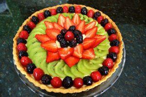 dekoracja tortu truskawkowego i kiwi 15