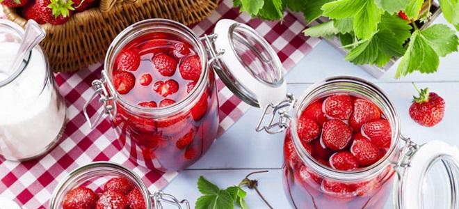јагоде у свом соку са шећером