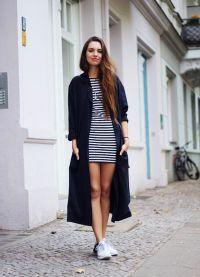 pasiasta sukienka z trampkami 4