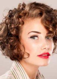 stylowe fryzury dla średnich włosów 1