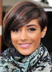 stylowe fryzury dla średnich włosów 2
