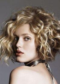 stylowe fryzury dla średnich włosów 5