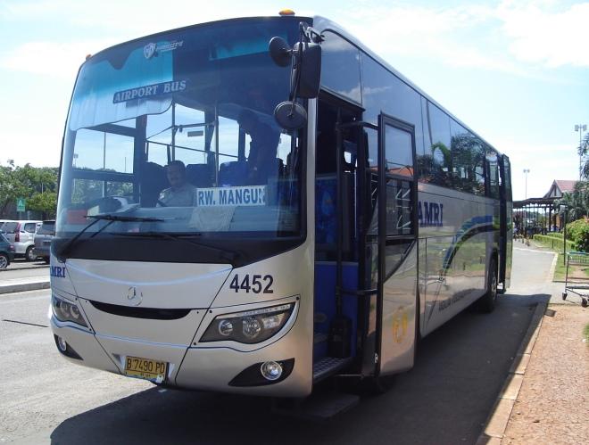 Рейсовый автобус Damri
